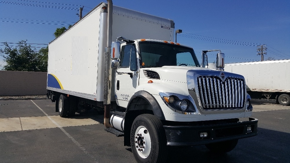 Medium Duty Box Truck-Light and Medium Duty Trucks-International-2010-7600-SACRAMENTO-CA-349,325 miles-$31,500