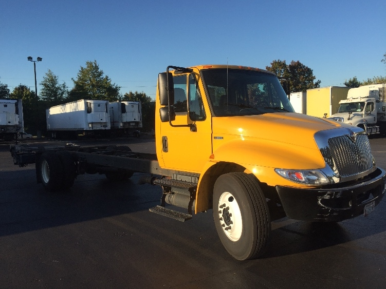 Cab and Chassis Truck-Light and Medium Duty Trucks-International-2011-4300-CAPITOL HEIGHTS-MD-124,903 miles-$29,750