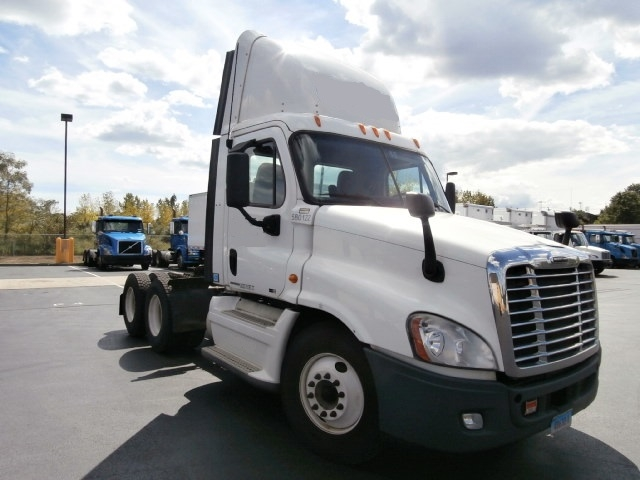 Day Cab Tractor-Heavy Duty Tractors-Freightliner-2010-Cascadia 12564ST-WEST HAVEN-CT-321,662 miles-$34,000