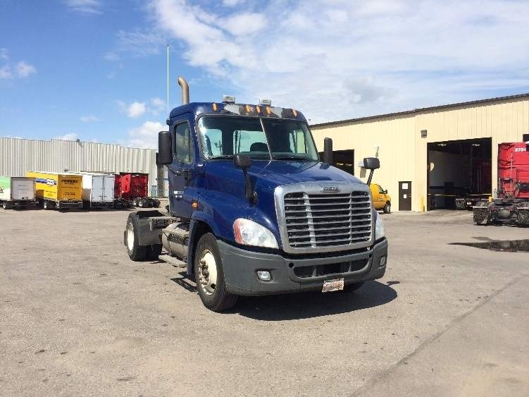 Day Cab Tractor-Heavy Duty Tractors-Freightliner-2010-Cascadia 12542ST-CALGARY-AB-652,689 km-$35,250