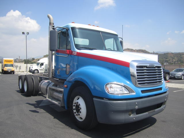 Cab and Chassis Truck-Heavy Duty Tractors-Freightliner-2010-Columbia CL12064ST-TORRANCE-CA-225,487 miles-$44,000