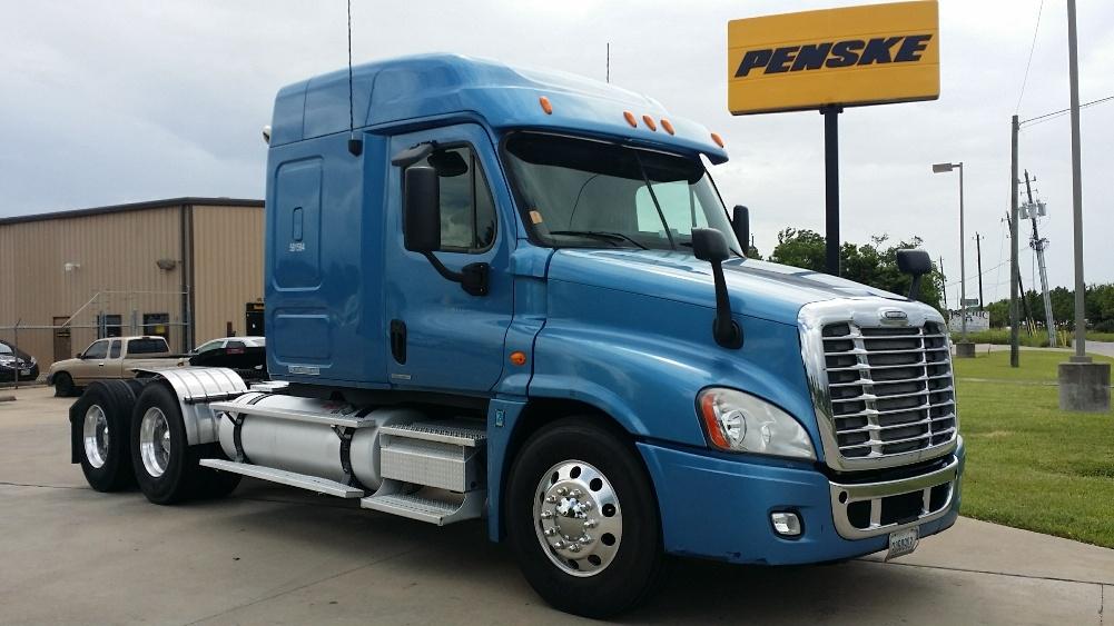 Sleeper Tractor-Heavy Duty Tractors-Freightliner-2010-Cascadia 12564ST-HOUSTON-TX-533,267 miles-$29,000
