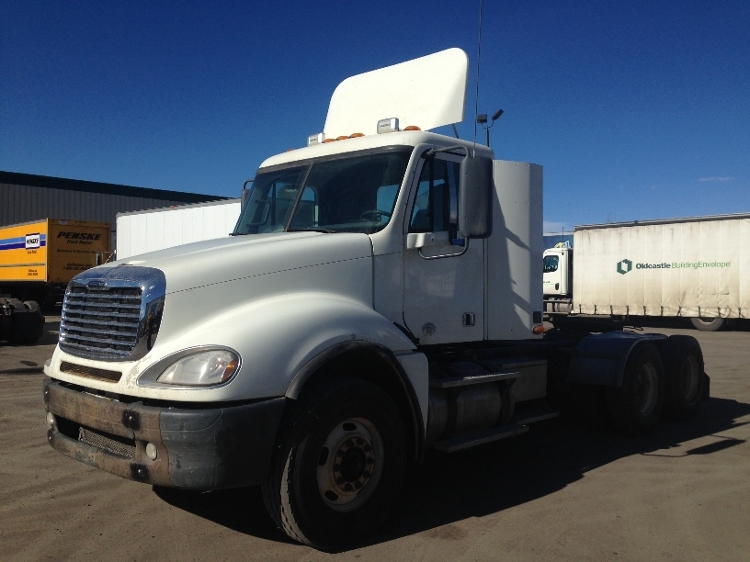 Day Cab Tractor-Heavy Duty Tractors-Freightliner-2010-Columbia CL12064ST-CALGARY-AB-670,880 km-$35,000