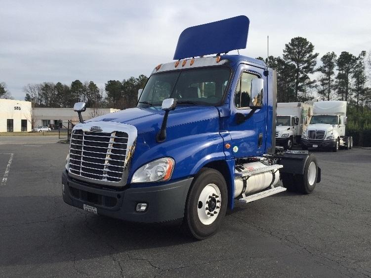 Day Cab Tractor-Heavy Duty Tractors-Freightliner-2011-Cascadia 12542ST-SANDSTON-VA-524,950 miles-$30,750