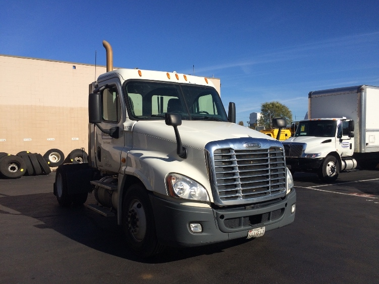 Day Cab Tractor-Heavy Duty Tractors-Freightliner-2010-Cascadia 12542ST-JESSUP-MD-423,239 miles-$30,000