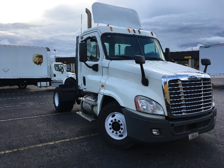 Day Cab Tractor-Heavy Duty Tractors-Freightliner-2010-Cascadia 12542ST-ORLANDO-FL-414,009 miles-$31,500