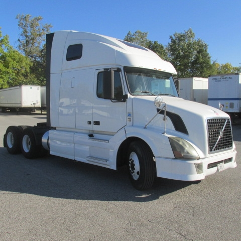 Sleeper Tractor-Heavy Duty Tractors-Volvo-2011-VNL64T670-ELKHART-IN-555,535 miles-$33,750
