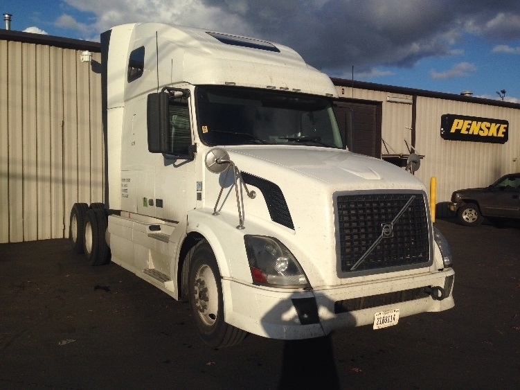 Sleeper Tractor-Heavy Duty Tractors-Volvo-2011-VNL64T670-PORTLAND-OR-723,887 miles-$28,250