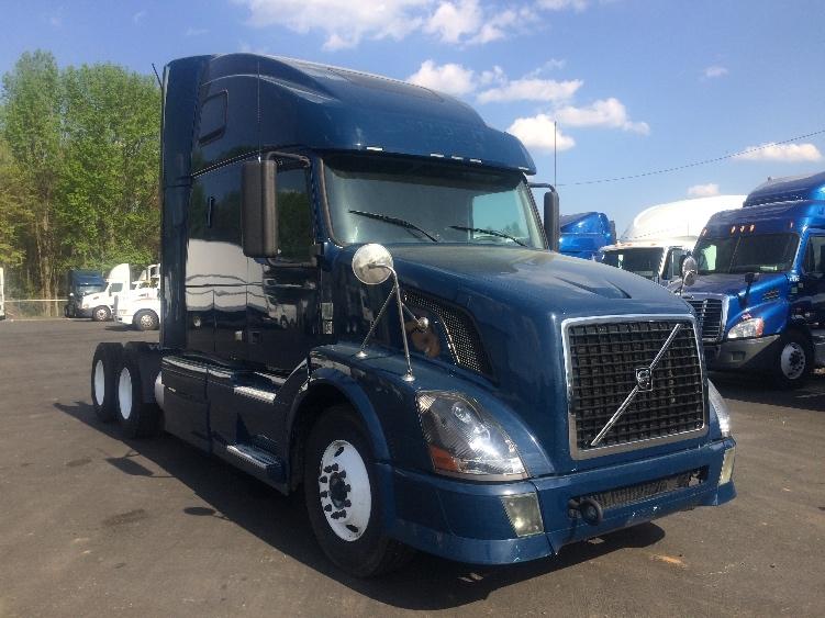 Sleeper Tractor-Heavy Duty Tractors-Volvo-2011-VNL64T670-MEBANE-NC-240,878 miles-$40,500