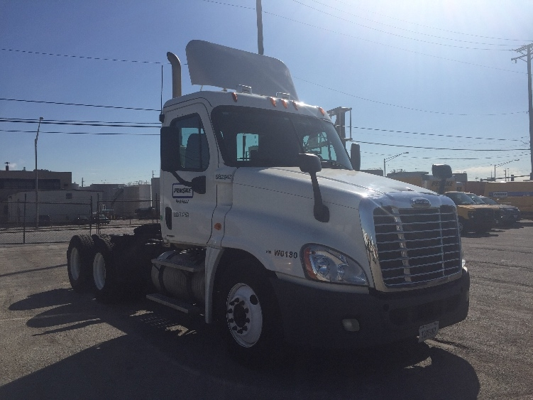 Day Cab Tractor-Heavy Duty Tractors-Freightliner-2011-Cascadia 12564ST-ROMEOVILLE-IL-173,510 miles-$39,500