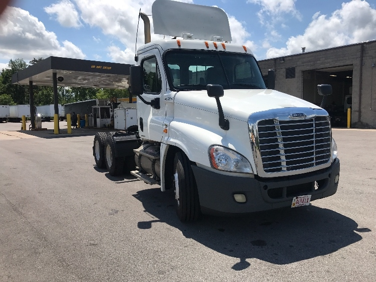 Day Cab Tractor-Heavy Duty Tractors-Freightliner-2011-Cascadia 12564ST-PEWAUKEE-WI-341,966 miles-$29,500