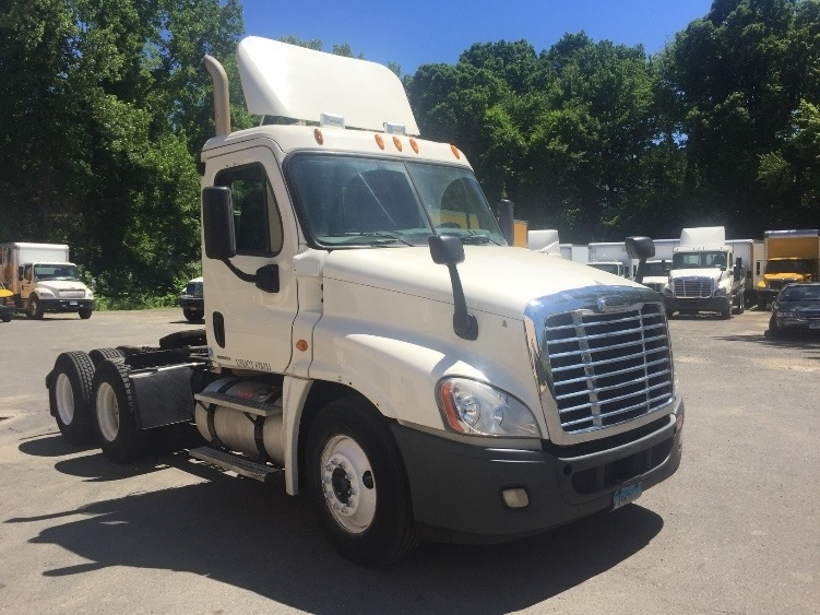 Day Cab Tractor-Heavy Duty Tractors-Freightliner-2011-Cascadia 12564ST-WATERBURY-CT-260,381 miles-$38,750