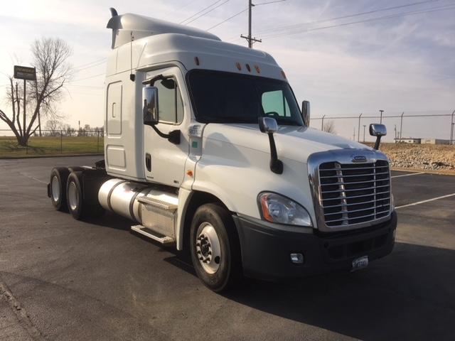 Sleeper Tractor-Heavy Duty Tractors-Freightliner-2011-Cascadia 12564ST-DECATUR-AL-470,334 miles-$39,000
