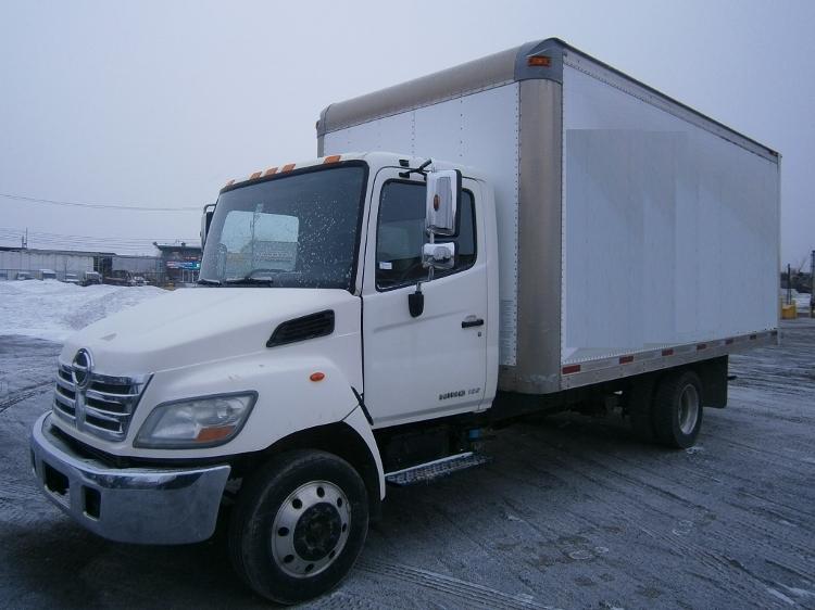 Medium Duty Box Truck-Light and Medium Duty Trucks-Hino-2010-185-MONTREAL-PQ-339,866 km-$21,250