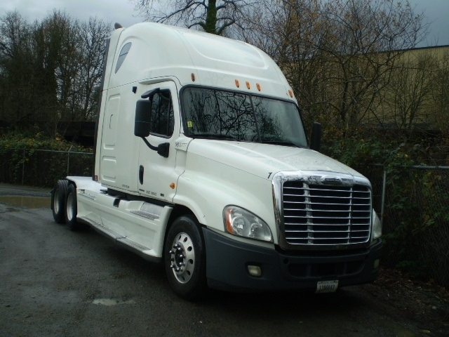 Sleeper Tractor-Heavy Duty Tractors-Freightliner-2011-Cascadia 12564ST-SPRINGFIELD-OR-568,446 miles-$29,000