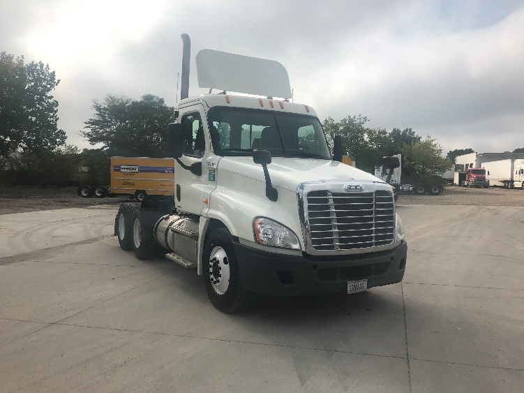 Day Cab Tractor-Heavy Duty Tractors-Freightliner-2012-Cascadia 12564ST-DES MOINES-IA-556,635 miles-$31,500