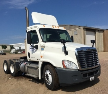 Day Cab Tractor-Heavy Duty Tractors-Freightliner-2012-Cascadia 12564ST-SIOUX FALLS-SD-491,978 miles-$43,500
