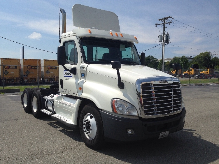 Day Cab Tractor-Heavy Duty Tractors-Freightliner-2012-Cascadia 12564ST-SOUTH BOSTON-VA-620,494 miles-$32,250