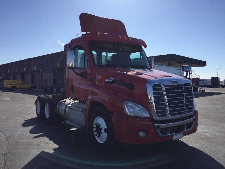 Day Cab Tractor-Heavy Duty Tractors-Freightliner-2012-Cascadia 12564ST-SAINT LAURENT-PQ-462,098 km-$41,250