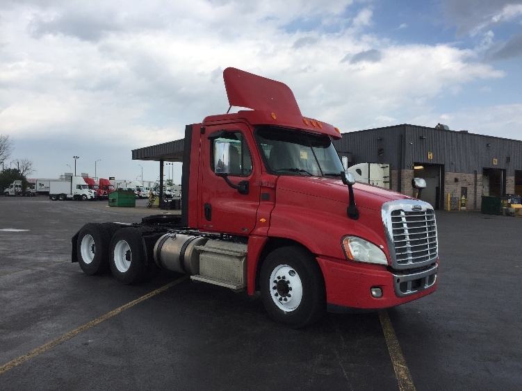Day Cab Tractor-Heavy Duty Tractors-Freightliner-2012-Cascadia 12564ST-SAINT LAURENT-PQ-495,371 km-$38,500