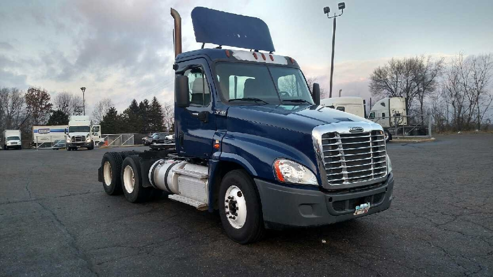 Day Cab Tractor-Heavy Duty Tractors-Freightliner-2012-Cascadia 12564ST-CANTON-OH-355,207 miles-$36,000