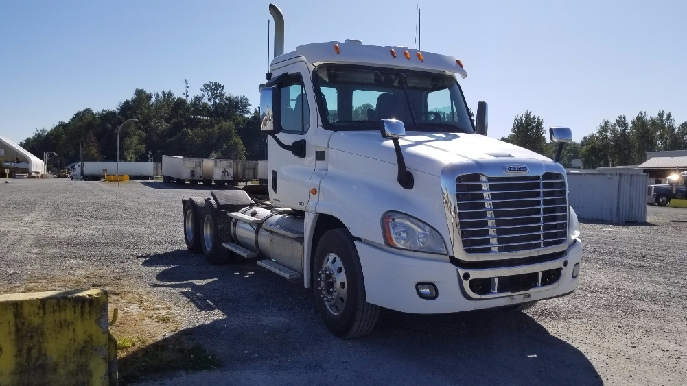 Day Cab Tractor-Heavy Duty Tractors-Freightliner-2012-Cascadia 12564ST-ABBOTSFORD-BC-424,125 km-$57,250