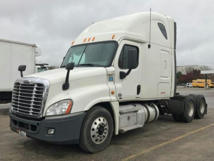Sleeper Tractor-Heavy Duty Tractors-Freightliner-2012-Cascadia 12564ST-LANSING-MI-695,998 miles-$33,000