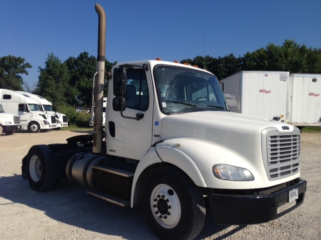Day Cab Tractor-Heavy Duty Tractors-Freightliner-2012-M211242S-CHANNAHON-IL-412,658 miles-$32,000