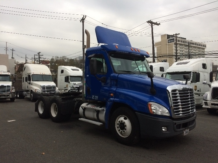 Day Cab Tractor-Heavy Duty Tractors-Freightliner-2011-Cascadia 12564ST-NORTH BERGEN-NJ-158,024 miles-$39,500