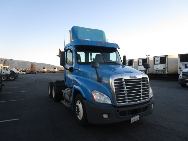 Day Cab Tractor-Heavy Duty Tractors-Freightliner-2011-Cascadia 12564ST-FONTANA-CA-174,622 miles-$42,000