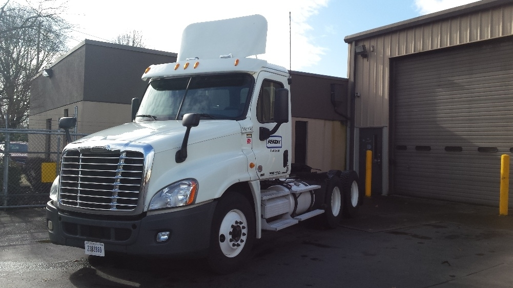 Day Cab Tractor-Heavy Duty Tractors-Freightliner-2011-Cascadia 12564ST-WILSONVILLE-OR-501,081 miles-$32,000