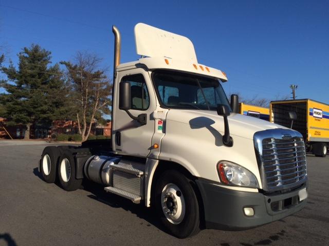 Day Cab Tractor-Heavy Duty Tractors-Freightliner-2011-Cascadia 12564ST-DALTON-GA-470,806 miles-$10,500