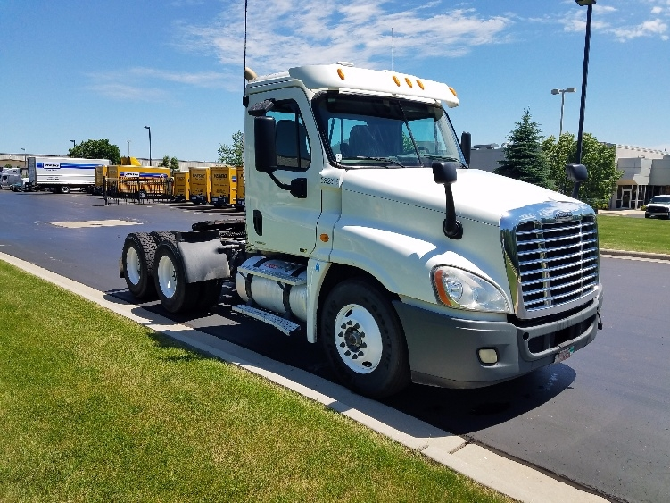 Day Cab Tractor-Heavy Duty Tractors-Freightliner-2011-Cascadia 12564ST-DE PERE-WI-489,335 miles-$29,000