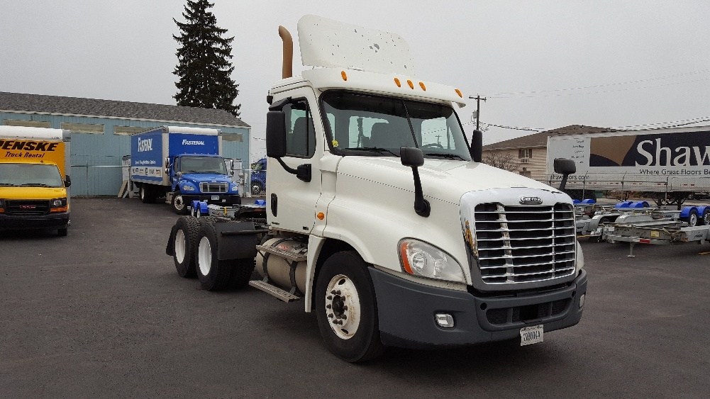 Day Cab Tractor-Heavy Duty Tractors-Freightliner-2011-Cascadia 12564ST-SPOKANE VALLEY-WA-611,294 miles-$29,500