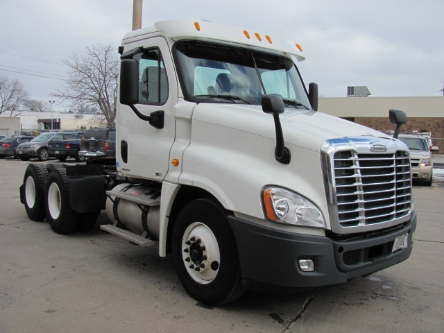 Day Cab Tractor-Heavy Duty Tractors-Freightliner-2011-Cascadia 12564ST-OMAHA-NE-547,980 miles-$33,500