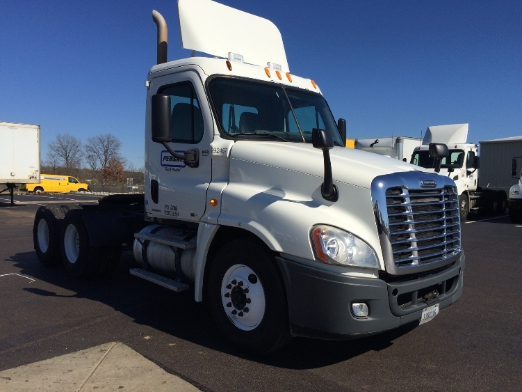 Day Cab Tractor-Heavy Duty Tractors-Freightliner-2011-Cascadia 12564ST-JACKSON-MS-395,151 miles-$33,250
