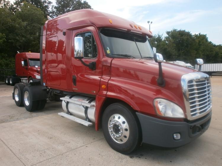Sleeper Tractor-Heavy Duty Tractors-Freightliner-2011-Cascadia 12564ST-MEMPHIS-TN-540,654 miles-$37,000