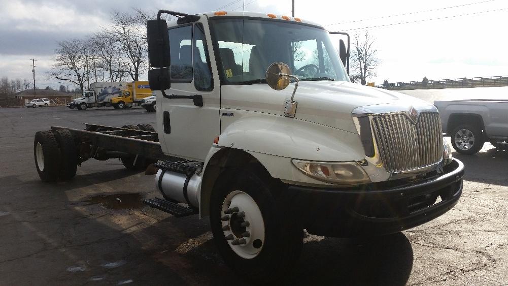 Medium Duty Box Truck-Light and Medium Duty Trucks-International-2011-4300-LEXINGTON-KY-121,412 miles-$32,250