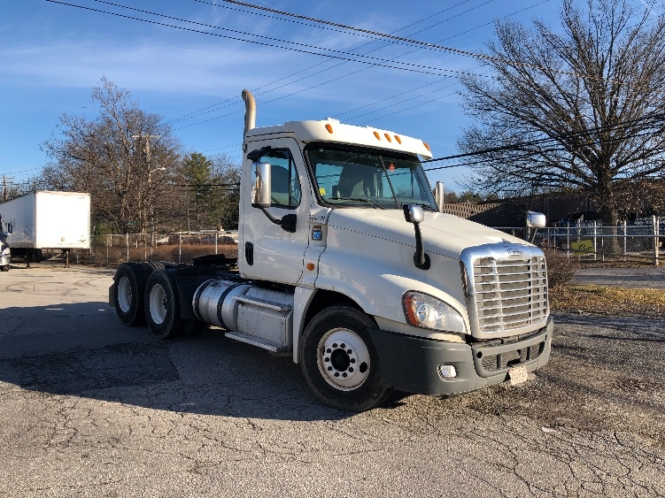 Day Cab Tractor-Heavy Duty Tractors-Freightliner-2013-Cascadia 12564ST-BALTIMORE-MD-295,714 miles-$31,250