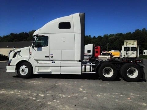 Sleeper Tractor-Heavy Duty Tractors-Volvo-2011-VNL64T670-DALTON-GA-488,878 miles-$33,500