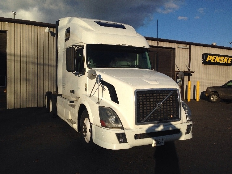 Sleeper Tractor-Heavy Duty Tractors-Volvo-2011-VNL64T670-PORTLAND-OR-656,561 miles-$30,500