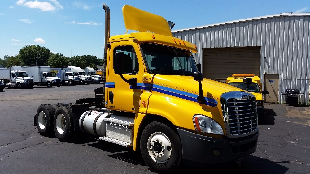 Day Cab Tractor-Heavy Duty Tractors-Freightliner-2011-Cascadia 12564ST-AUBURN-MA-287,512 miles-$29,500