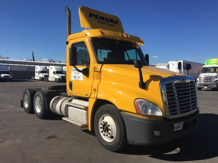 Day Cab Tractor-Heavy Duty Tractors-Freightliner-2011-Cascadia 12564ST-SPARKS-NV-373,534 miles-$34,250