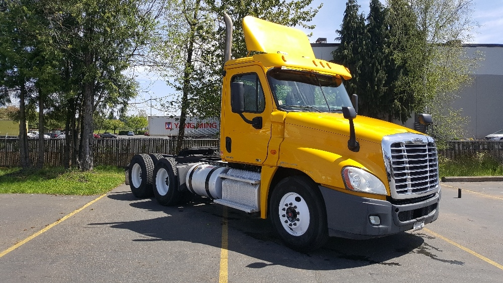Day Cab Tractor-Heavy Duty Tractors-Freightliner-2011-Cascadia 12564ST-WILSONVILLE-OR-494,070 miles-$28,250