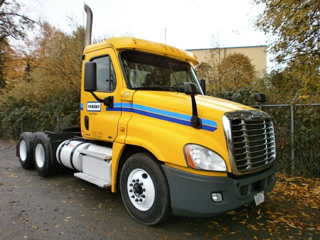 Day Cab Tractor-Heavy Duty Tractors-Freightliner-2011-Cascadia 12564ST-PORTLAND-OR-353,914 miles-$36,000