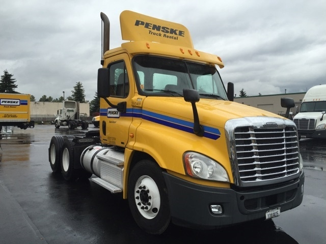 Day Cab Tractor-Heavy Duty Tractors-Freightliner-2011-Cascadia 12564ST-PORTLAND-OR-293,586 miles-$44,000