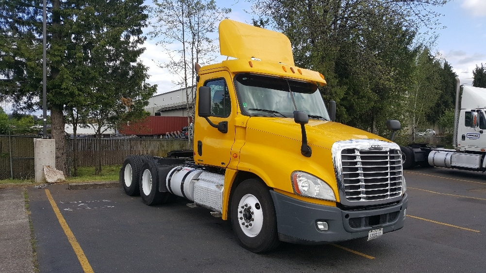 Day Cab Tractor-Heavy Duty Tractors-Freightliner-2011-Cascadia 12564ST-WILSONVILLE-OR-459,093 miles-$34,000