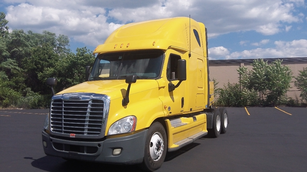 Sleeper Tractor-Heavy Duty Tractors-Freightliner-2011-Cascadia 12564ST-FITCHBURG-MA-395,290 miles-$36,750