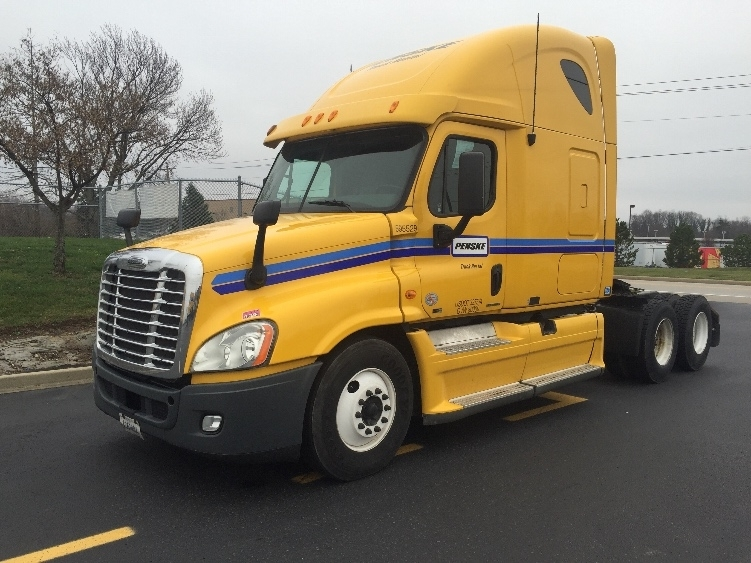 Sleeper Tractor-Heavy Duty Tractors-Freightliner-2011-Cascadia 12564ST-CINCINNATI-OH-613,643 miles-$34,500