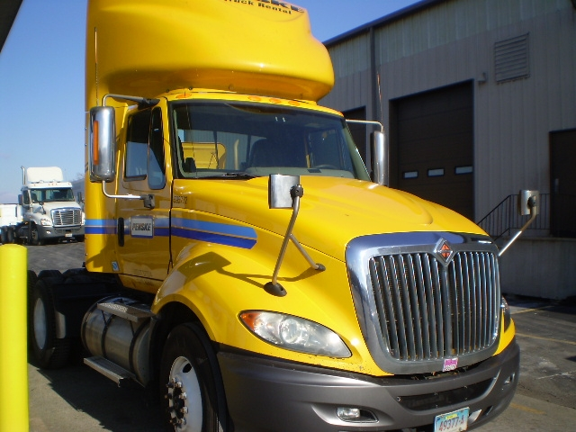 Day Cab Tractor-Heavy Duty Tractors-International-2011-ProStar-EAST WINDSOR-CT-429,882 miles-$26,000